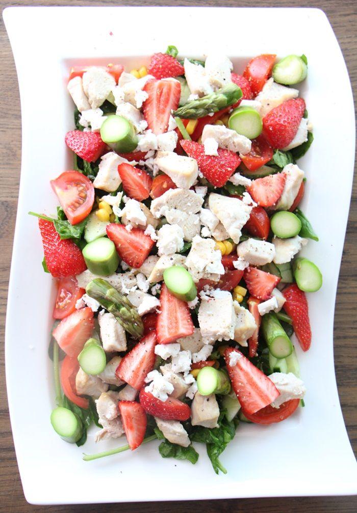 Vårsalat med jordbær og fetaost