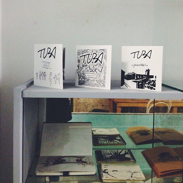 Exposição de diários gráficos. #oficinacc #drawing #urbansketchers #tuba  (em Oficina - Café Criativo)