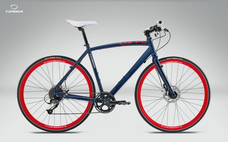"""Esta bici me parece la bicicleta perfecta para ir por la ciudad. Lástima que sea tan bonita, porque parece que dice """"róbame"""" a gritos. Orbea Carpe H30 (699€)"""