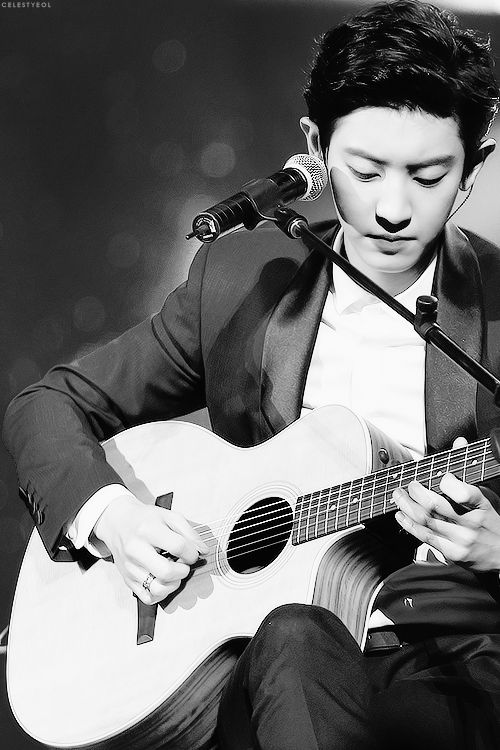 EXO ♡ Music Bank in Mexico. Chanyeol, one of the very rare times that he sings with his beautiful voice https://www.youtube.com/watch?v=Gk1iZ8na42I