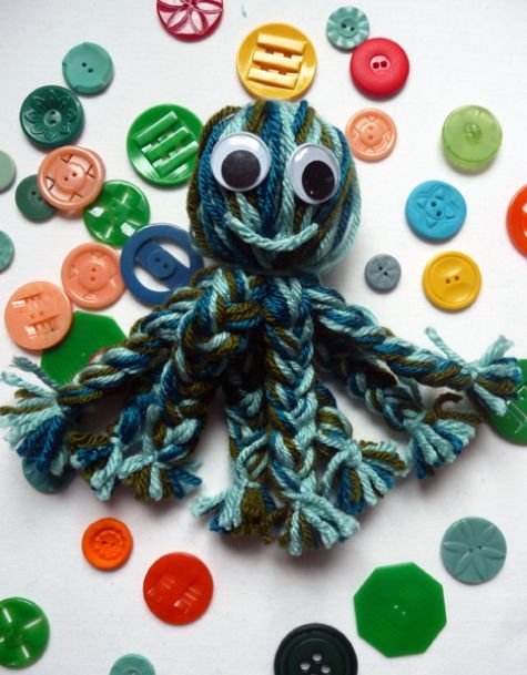 Keep the kids entertained and use up your yarn scraps at the same time with this fun sea creature craft.