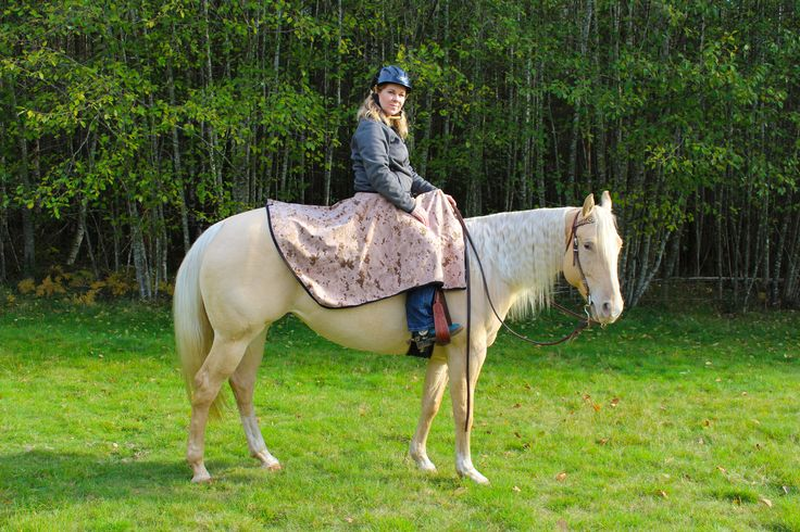 Here's our medium weight Camo saddle skirt, perfect for spring and fall riding!  Keep you dry, warm and looking very cool out on the trails!  http://www.discoverytrekking.com/saddle-rain-skirt  #DiscoveryTrekking#winterfun #barnsavvy#trailriding