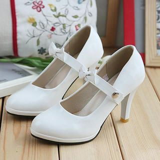 Adorable 1920s Inspired White Mary Jane Pumps $36.00 Buy at: YesStyle.com