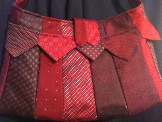 tie recycling - rote tasche