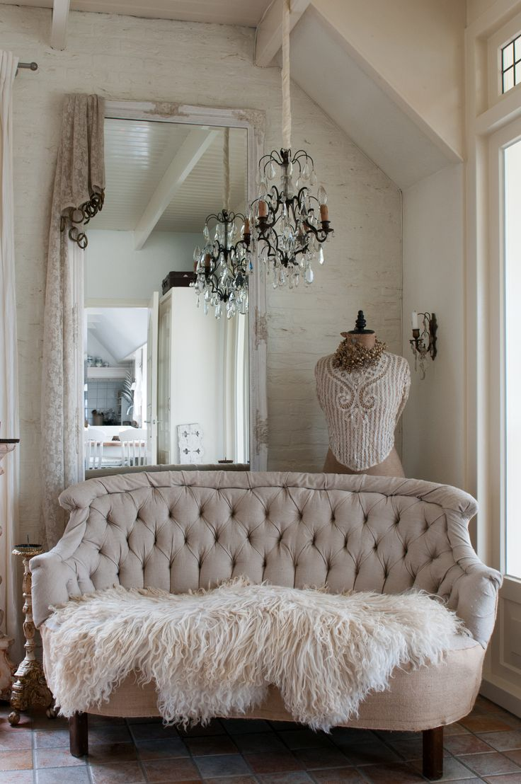 Best 25 shabby chic couch ideas on pinterest Shabby chic style interieur