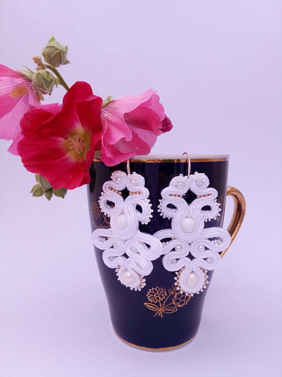 Long hanging white earrings   Длинные  легкие  белые серьги