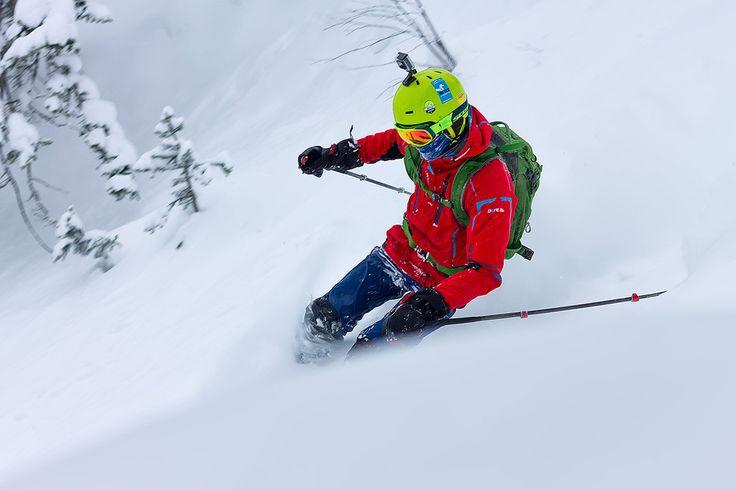 По свежему снегу. Человек ракета мчится сквозь мягкий, глубокий, свежий снег.  #mamayfirstsnow2017 #baikal360 #baikal #snowboarding #freeride #russiafreeridecup #siberia #lakebaikal #backcountry #heliski #snowboard #fwt #fwq #mamay #намамаеснеганет #фрирайд #сноуборд #байкал #кубокроссии #горы #зима