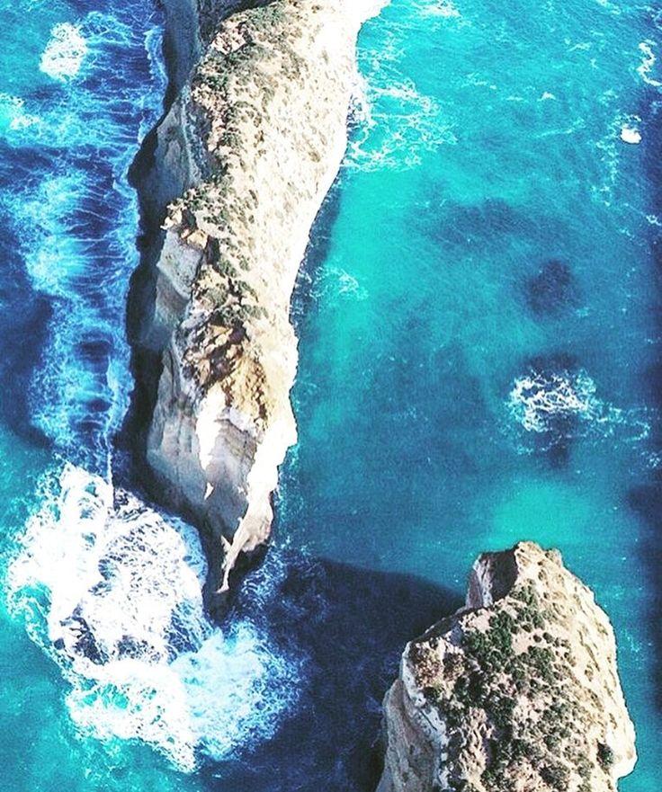 The ammmaaaazing #greatoceanroad #victoria @hannazuijderduijn --- #australia #travel #surf #aerial #photography #bellsbeach #holiday #ocean by bea_rogue
