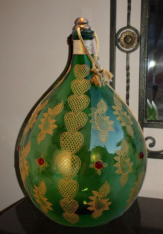 Beautyful hand painted vintage Demijohn Mehandi von ViReDesign  Abmessungen: 50 Liter Höhe: ca. 68cm,  Durchmesser: 45cm ____________________________________ Dimensions: 13.2 gallons Height: 26,78 inches  Diameter: 17,72 inches (at its widest point)