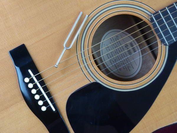 Gitarre stimmen ohne Stimmgerät / Gitarre stimmen mit einer Stimmgabel