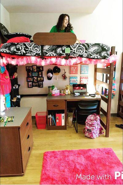 Baylor University dorm room // Lofted beds just make so much more sense in dorms!
