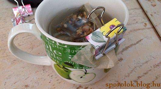 Épp szálas teád van otthon, de nincs kedved a filtert csomózgatni? Ne is szenvedj vele! Elég, ha van kéznél egy iratcsipesz. :)