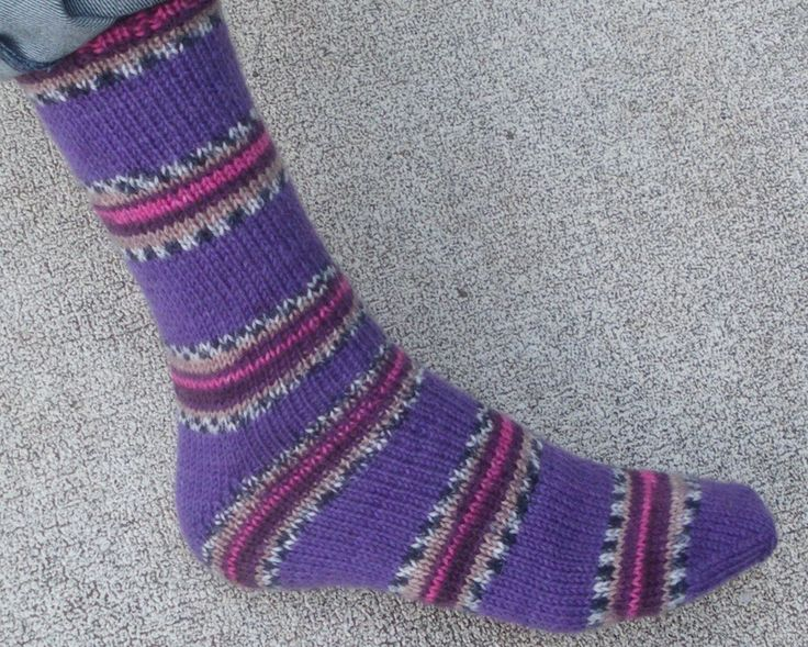 Knitted Slippers Pattern With Two Needles : Easy Two Needle Socks Socks Pinterest Free pattern ...