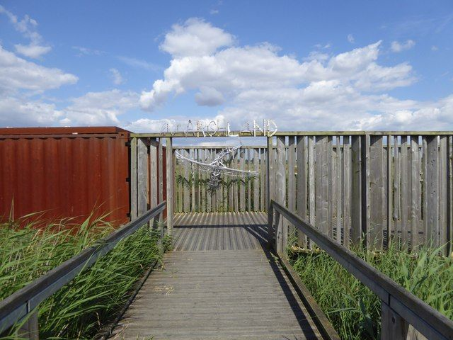 Bird hide and sculpture, Rainham Marshes