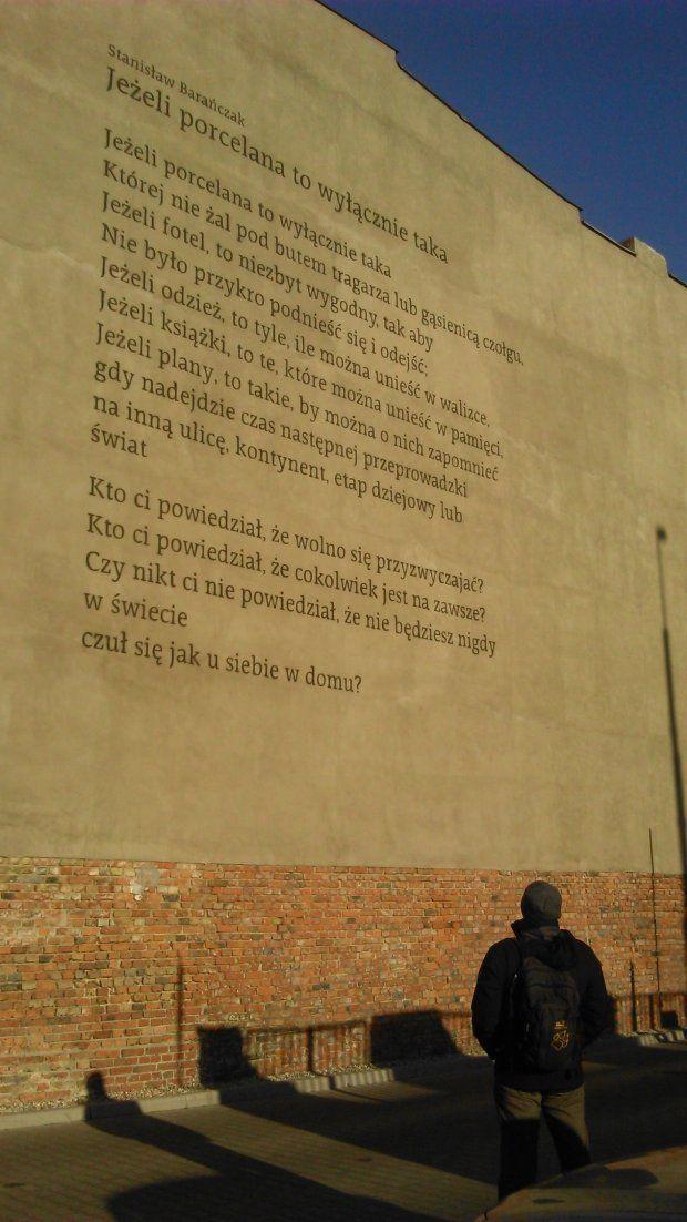 Zdjęcie numer 4 w galerii - Murale z poezją w Poznaniu: Różewicz, Szymborska, Herbert. Jak powstały? [ROZMOWA]