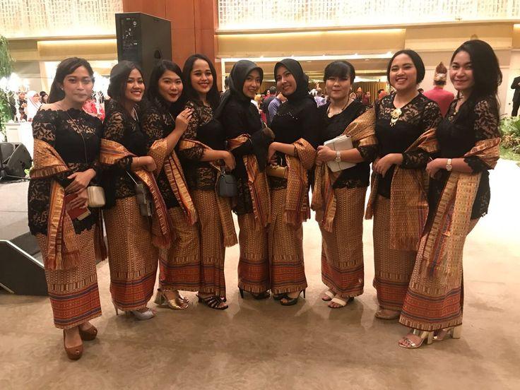 Bridesmaids untuk pengantin dengan adat melayu.. #kebaya #bridesmaids #songket