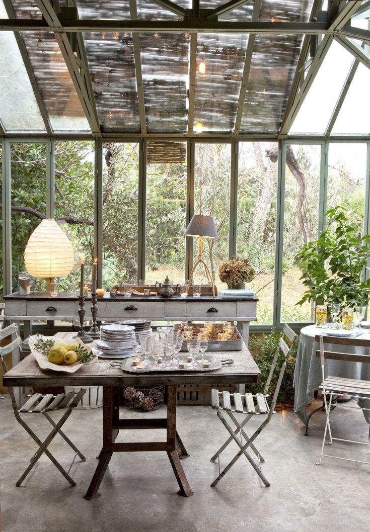 Envolverte en un manto verde, cálido, acristalado y lleno de referencias decorativas para cenar, leer un libro o tomar un té... Mapa del mundo de las más bellas terrazas y oasis invernaderos.