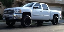 2013 Chevrolet Silverado Crew Cab by CaliHD http://www.truckbuilds.net/2013-chevrolet-silverado-crew-cab-build-by-calihd