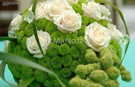 Oltre 25 fantastiche idee su centrotavola di fiori bianchi for Fiori verdi