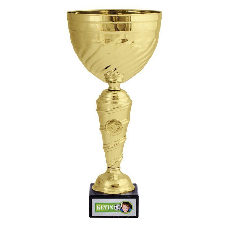 YourSurprise : Remportez la victoire avec ce trophée personnalisé avec prénom et photo.