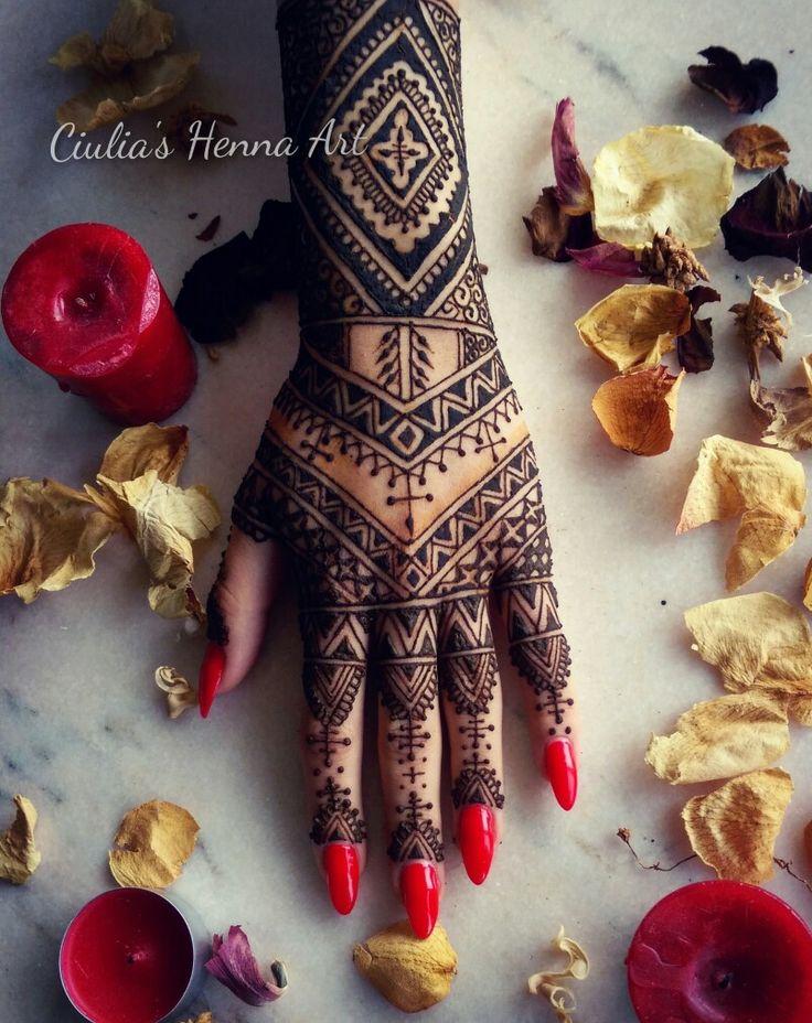 Lovely design for a special day ❤ #byme #ciuliahennaart #henna #hennadesign #wedding #tattoo #design #hennatattoo #rednails #art #ilovehenna #work #love #girl #mehndi #artisticphoto #rose