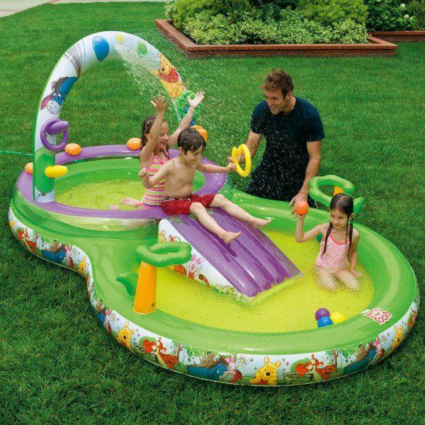 Nafukovacie hracie centrum. Je vybavený vodnou šmýkačkou, dvoma bazénikmi a ďalšími vychytávkami