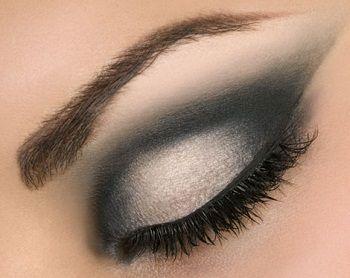 3..2..1..! ¿preparadas para la navidad? Hoy os propongo estos look de maquillaje de ojos en tonos plata, gris, negro ideal para salir a cenar y salir de fiesta por la noche,los maquillajes de ojos…
