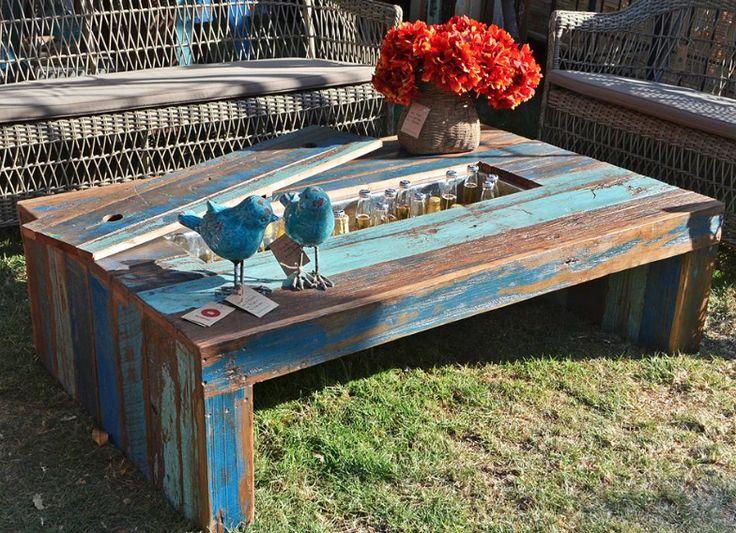 Mueble madera reciclada Estadio el Teniente