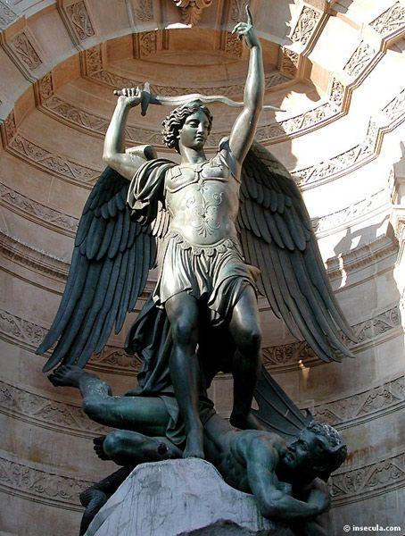 L'Archange Saint Michel Fontaine de la Place Saint Michel Paris