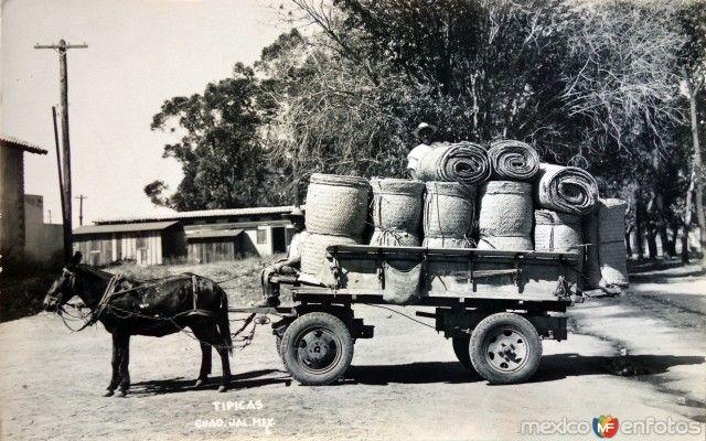 Fotos de Guadalajara, Jalisco, México: Tipos Mexicanos Vendedores de Petates Hacia 1930-1950