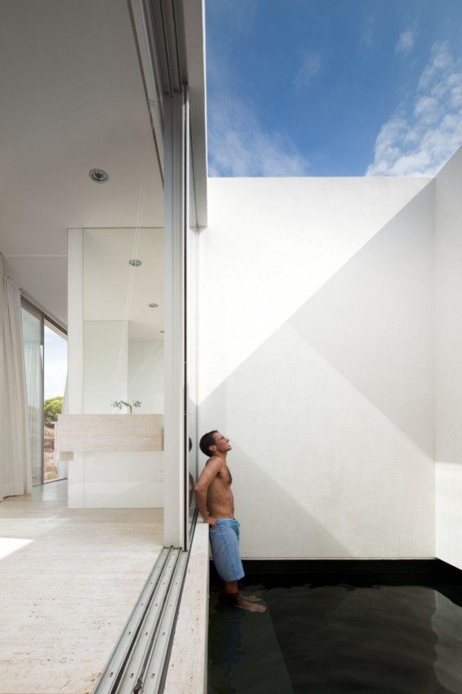 Dimensional Blur: Portuguese House Reveals Multiple Meaning