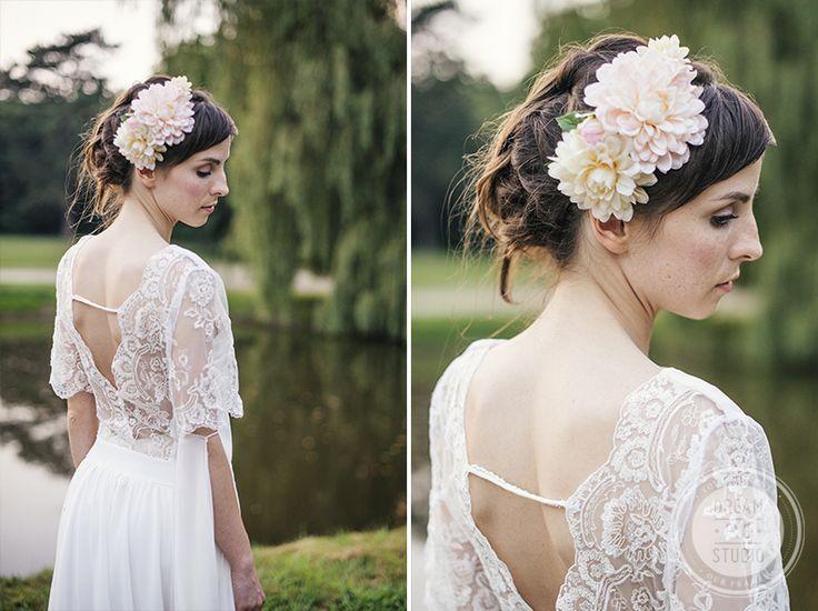 bride_flower_rustical_rustic_lace_wedding_dress