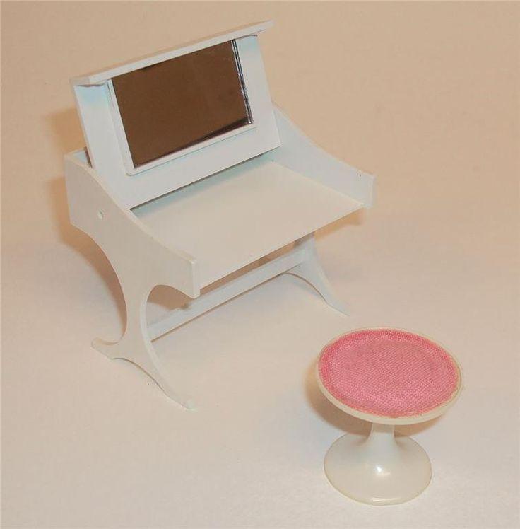 Annons på Tradera: Brio sminkbord och pall till dockskåp, mycket fint skick