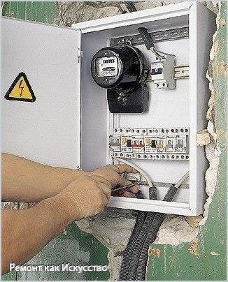 Как сделать электропроводку в квартире  В начале определитесь, что именно вам нужно. Подумайте где и сколько розеток вам нужно, определитесь гду и какие электрические приборы будут находиться в комнате и на какой высоте, например стиральная машина и электроплита нуждаются в мощном и надежном источнике тока, желательно чтобы они были по отдельной линии не связанной с другими потребителями электропитания. Владельцам квартир советской постройки нужно особенно об этом подумать, где проводка…