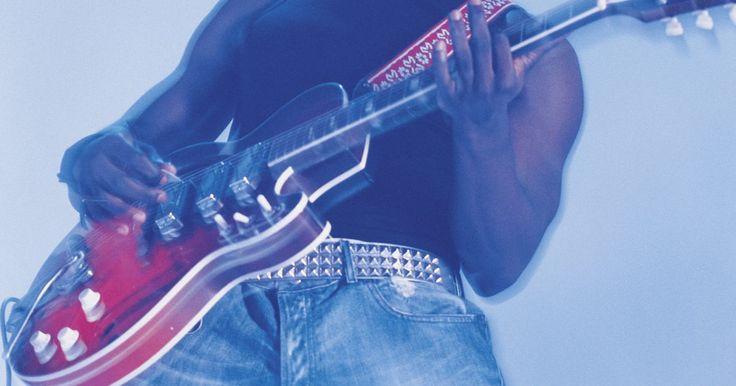 """Efectos de guitarra recomendados para tocar blues. Conecta tu guitarra a pedales de efectos antes de enviar la señal hasta tu amplificador para producir un tono de blues más auténtico y característico. Los efectos de guitarra generalmente son """"pedales"""" que te permiten agregarle un efecto a tu instrumento con el toque de tu pie. Aprender sobre los diferentes pedales de efectos que puedes usar para ..."""