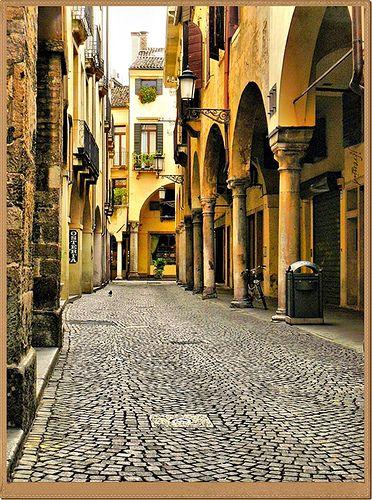 Side alley, Padua, Veneto, Italy