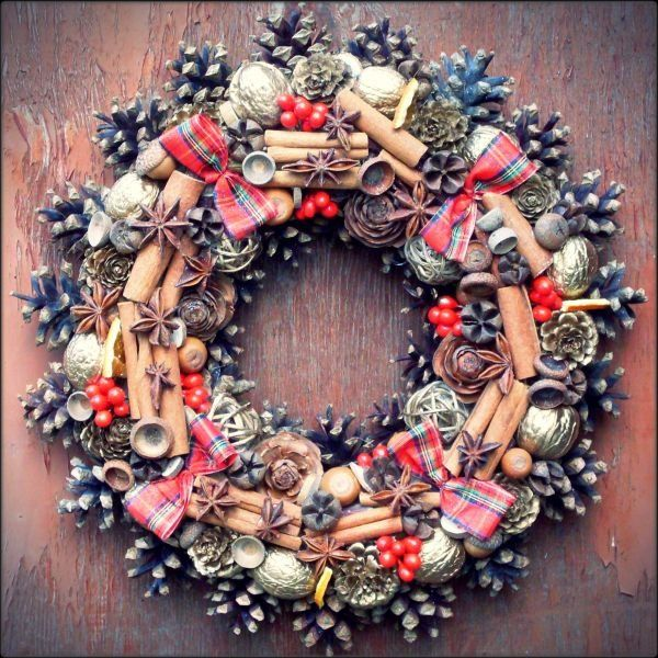 Wianek Świąteczny Cynamonowy - Dom - DecoBazaar