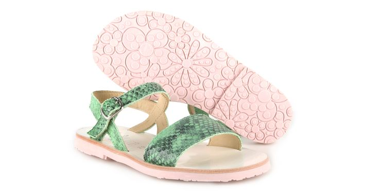 092/Pitone Verde Sandalo in pitone verde, suola in gomma. #galluccishoes #kids #shoes #sandals #pitone #babygirl #SS16
