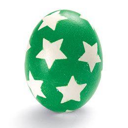Det gode ved at have fået børn er, at man kan bruge dem som undskyldning for at lege igen.  I år vil jeg male påskeæg!