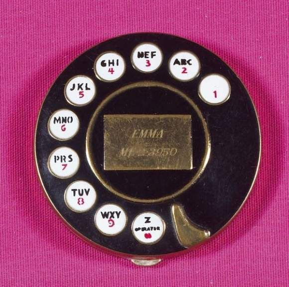 """""""Telephone"""" powder compact by Salvador Dalí, for Elsa Schiaparelli (c. 1935): Salvador Dali, Elsa Schiaparelli, Dial Telephone, Things Pink, Pink Berries, Dali Compact, Hot Pink, Powder Compact, Holly Pink"""