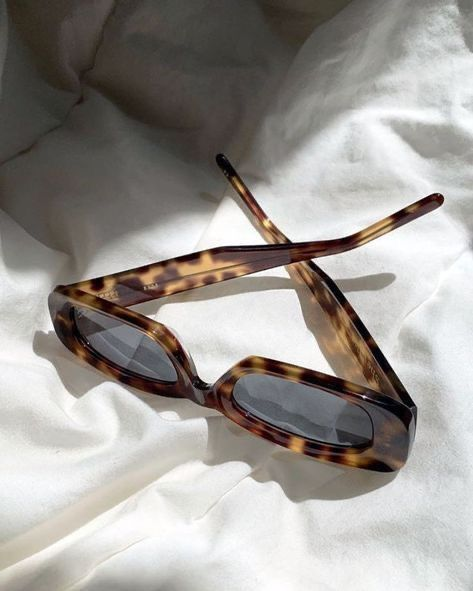 Urban Outfitters Outfit, Urban Outfitters Glasses, Classy Aesthetic, Brown Aesthetic, Aesthetic Vintage, Cute Jewelry, Jewelry Accessories, Fashion Accessories, Sunglasses Accessories