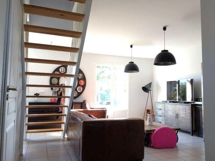 Maison mitoyenne d'une superficie 95.39m² composée en rez-de-chaussée, d'une entrée, cuisine aménagée et équipée, cellier, pièce de vie, salle d'eau. A l'étage, dégagement, dressing, salle de bains et trois chambres. Le tout sur une parcelle 439m² avec terrasse bois et garage attenant de 15.68m². Contact Vanessa Roujou 06 18 72 44 97