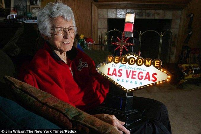 Addio a Betty Willis, la designer del mitico logo di Las Vegas