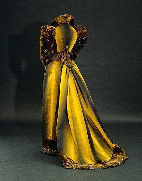 Tea dress, 1892. anyone who thinks that Victorian clothing was all sepia is mistaken.