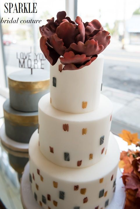 @paperheartp did a fantastic job with this beautiful Marsala sugar flower! Adding your own personal flair to your cake and decor really make your wedding represent you and shows your personality. http://www.gigimallattevents.com/ @gigimallatt #gigimallattevents http://www.leilanipaular.com/ @lalalena #leilanipaularphotography http://www.paperheartpatisserie.com/ #paperheartpatisserie