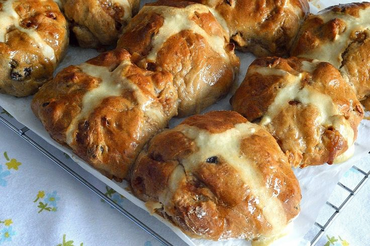 Apple and fudge hot cross buns for Easter. A twist on a classic from the Utterly Scrummy blog.