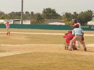 Heroica Ciudad de Champoton, Campeche 8 de Abril del 2016.- ( John Rosado / Beisbol Campechano / Rey de los Deportes ).- Los Linces apalearo...