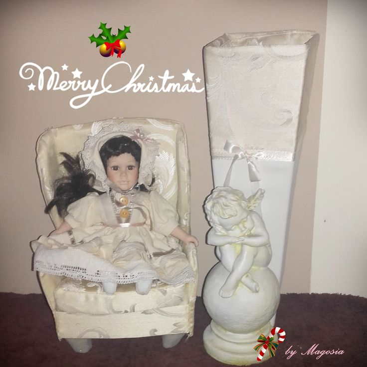 Mała lalka porcelanowa