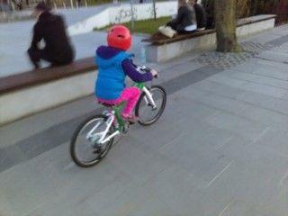 WOOM 4 - lekki rower dla dziecka na kołach 20 cali - test/opinia  https://www.woombikes.pl/