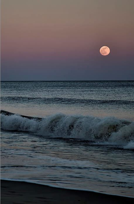 Full moon over the beach in Santorini island, Greece - Selected by www.oiamansion.com